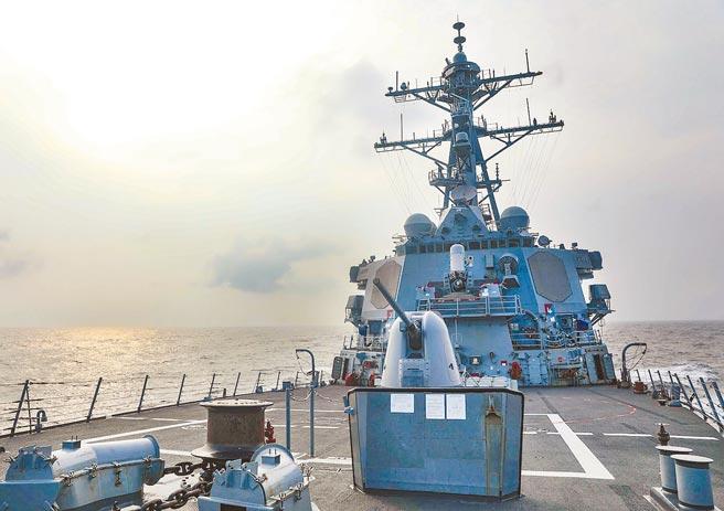 美國海軍第七艦隊29日發布新聞稿指出,勃克級驅逐艦「班福德號」(USS Benfold, DDG 65) 例行通過台灣海峽,在國際海域執行例行任務,展現美國對於自由開放印太地區的承諾。(摘自美國海軍第七艦隊官網)