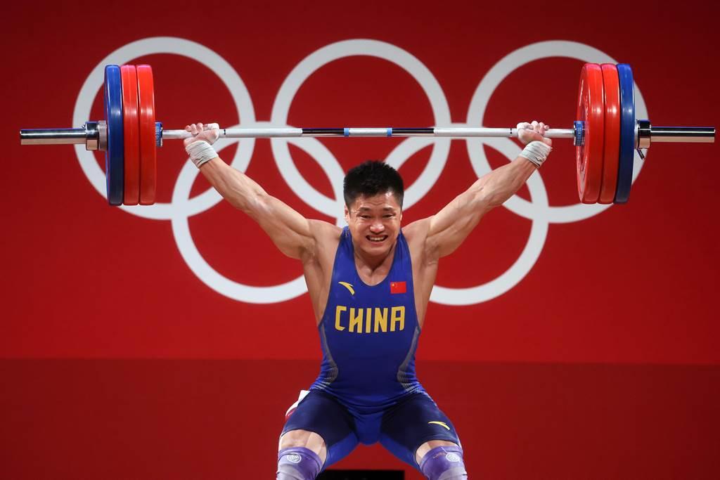 37歲呂小軍男子舉重破奧運紀錄奪金。(澎湃新聞)