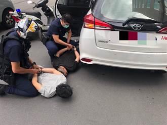 車手遭攔捕情急亂撒錢 還備30萬假鈔企圖黑吃黑