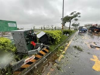 貨車失控撞變電箱 台南200戶停電民眾扼腕看不到奧運