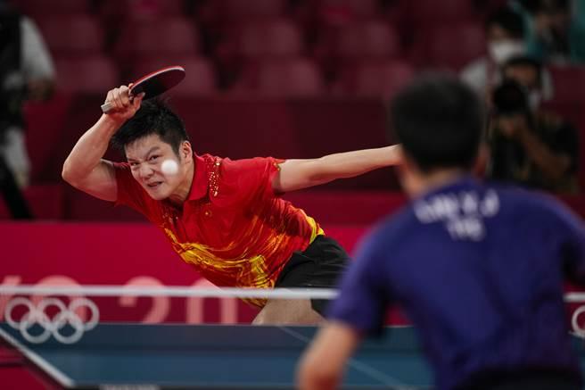 樊振東扛過了林昀儒7局的猛烈衝擊,非常不容易,他過去是猛衝猛打型,現在開始走向成熟穩定。(圖/美聯社)