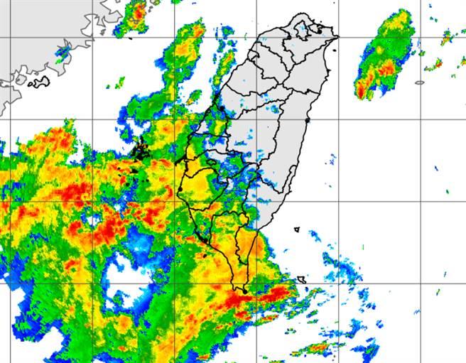 強降雨今起衝擊西南部,整個迎風面地區嚴防致災危機。(中央氣象局提供)