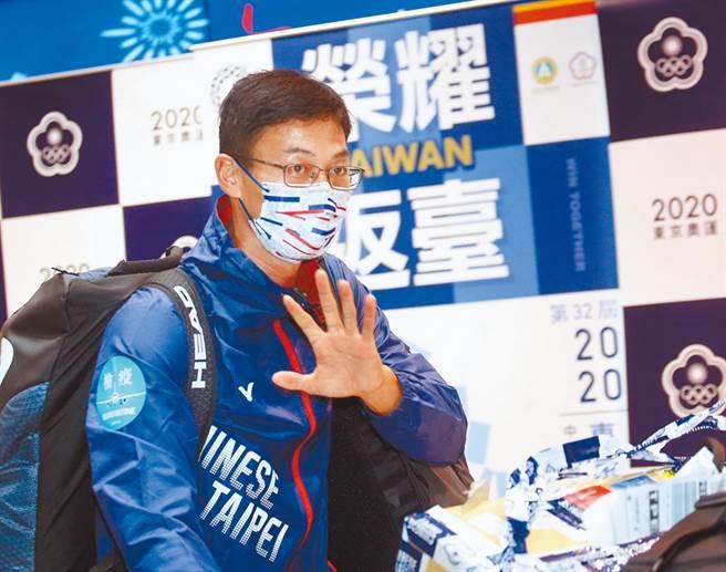 「網球一哥」盧彥勳30日搭機返台。(圖/范揚光攝)