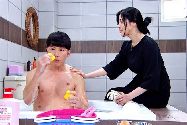 黃少祺(左)和韓瑜有對手戲。(三立提供)