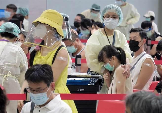 傳三峽衛生所不用預約即可打疫苗 新北衛生局長回應了。圖為接種站示意畫面。(姚志平攝)