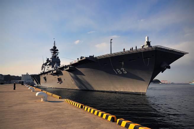 岸信夫確認,為驗證「出雲號」的F-35B操作能力,預定在今年內進行實際測試。(圖/海上自衛隊)