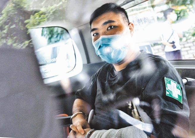 首例涉犯《香港國安法》案件的24歲被告唐英傑,本周二被裁定煽動他人分裂國家及恐怖活動兩罪成立,判監9年,另吊銷駕駛執照10年。(中新社)