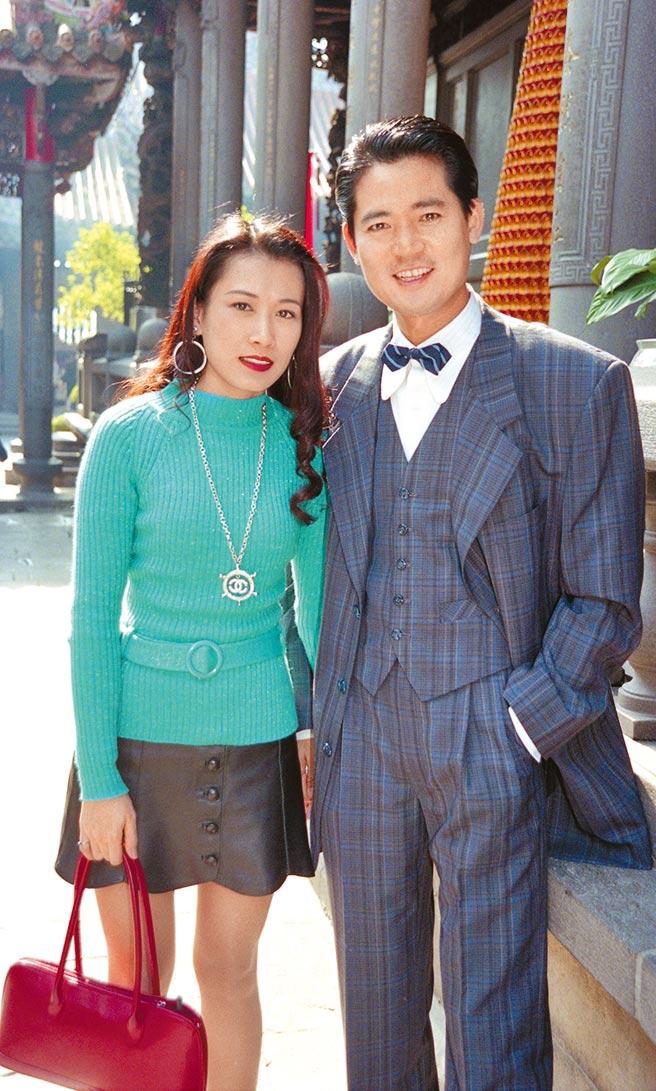 蕭大陸(右)與舊愛張金鳳曾交往多年,但最後難堪收場。(資料照片)