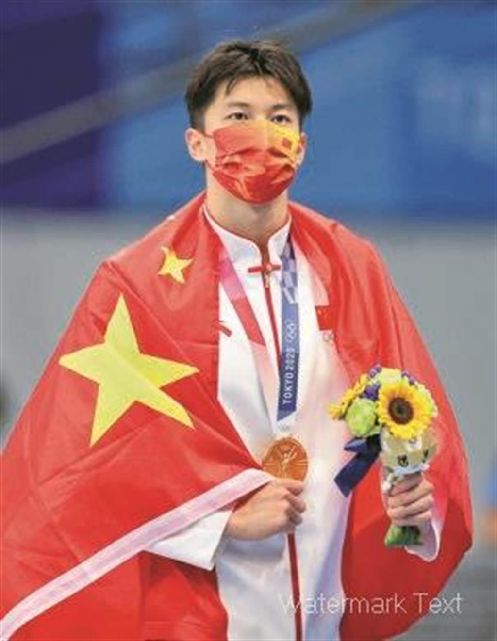 男子200公尺混合泳,中國選手汪順強勢奪冠,為中國隊帶來一塊意料外的金牌。(新華社)