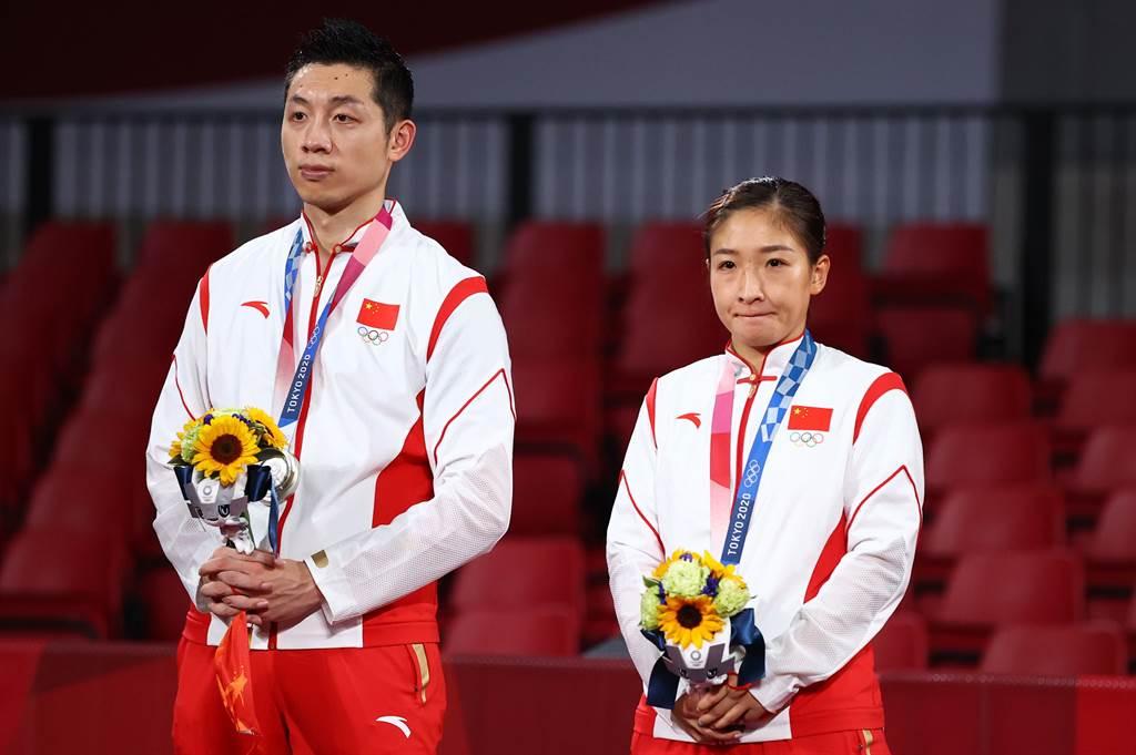 許昕、劉詩雯沒能得金牌,神情難看。(圖/達志)