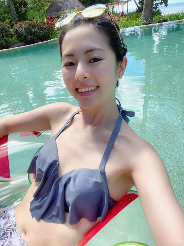 任容萱寵粉PO出泳裝自拍近照。(圖/取材自任容萱臉書)