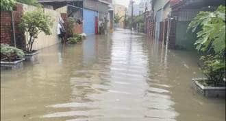 凌晨暴雨炸台南 全市連夜封閉多處路段 民眾苦喊:逢雨必淹