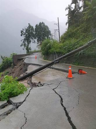 雨下不停 嘉義縣山區道路多處落石
