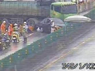 台64線砂石車撞轎車橫卡道路  1女受傷送醫
