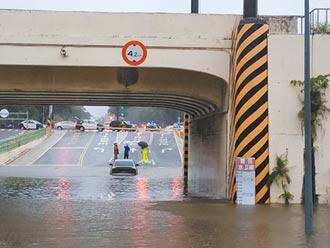 豪雨狂炸 台南高雄今日停班課