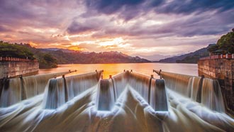 苗栗鯉魚潭水庫 溢流晨景超壯觀