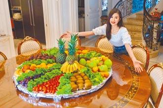 田心蕾為爸煮疫苗餐 蔬果堆滿桌