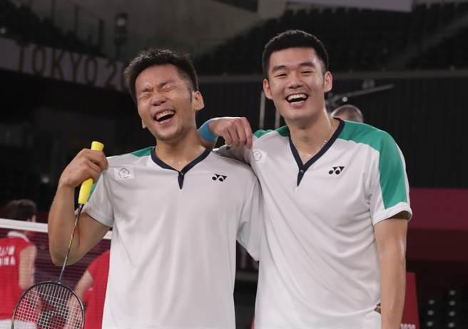 台灣羽球隊李洋、王齊麟勇奪東京奧運金牌。(季志翔攝)