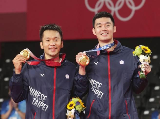 台灣羽球隊李洋、王齊麟在東京奧運摘下金牌。(季志翔攝)