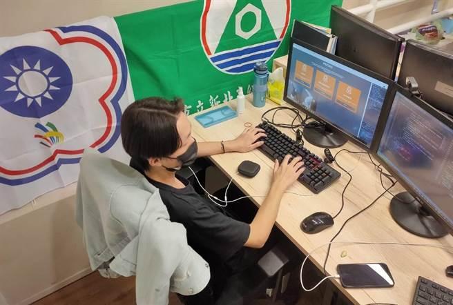 新北高工陳昇堯拿下網頁技術金牌。(新北市教育局提供)