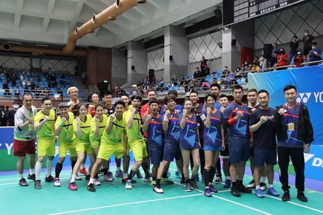 六月、李易等藝人曾與王齊麟、李洋等羽球國手一起參加超級達克盃。(摘自達克運動臉書)