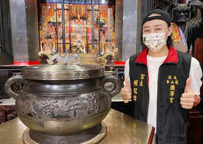 賴銘偉推出台語新歌〈萬年香火〉。(星光娛樂提供)