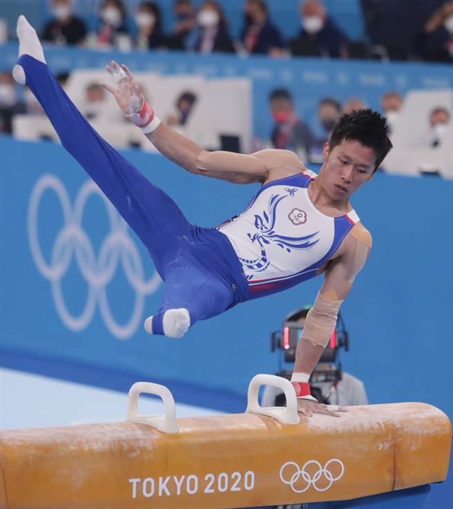 李智凱以拿手的湯瑪斯迴旋拿下東奧體操鞍馬銀牌。(季志翔攝)