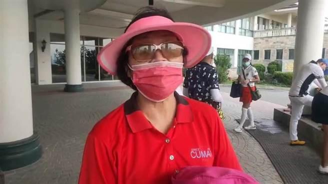 潘政琮的母親康月美1日仍正常到全國高爾夫球場上班,聽到兒子拿到東奧銅牌表示很高興。(讀者提供/謝明俊苗栗傳真)