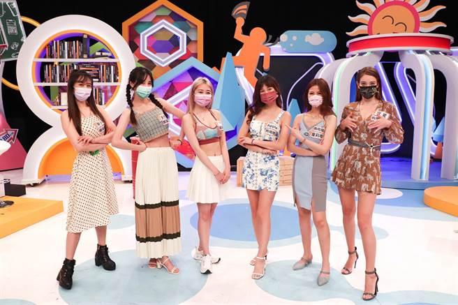 蔡小潔(左起)、黃喬歆、Hebe、Apple、蘿莉塔以及安妮上節目分享趣事。(中天綜合台提供)