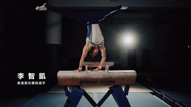 「鞍馬王子」李智凱「銀」了,曾是李智凱碩士論文指導教授的國立體大體操隊總教練陳光輝說,體操需要模仿,李智凱高中隻身到桃園,跟著國體大年長選手訓練,讓他進步神速,加上他韌性強、智力高,終在奧運創下佳績。(蔡依珍攝)