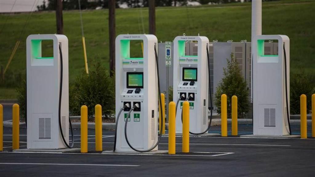 美國充電服務業者開第一槍:2022 年起不再新建 CHAdeMO 充電站