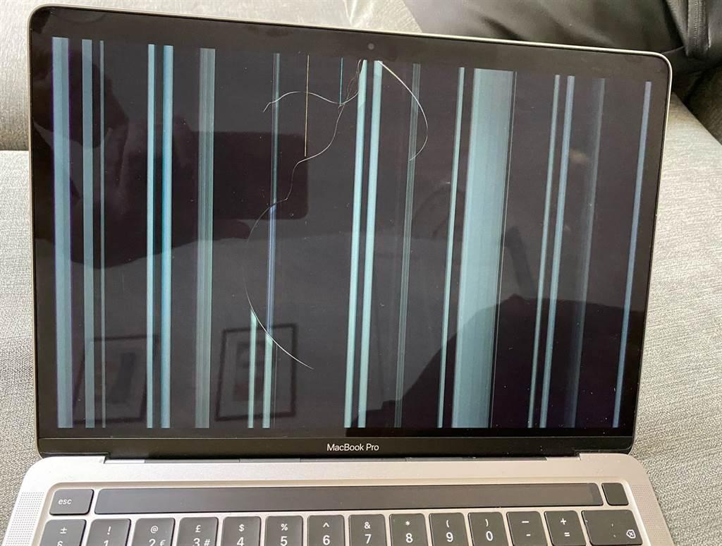 近日有不少M1系列MacBook產品的使用者在網路上抱怨,發現螢幕意外出現裂痕災情。(摘自9to5mac)