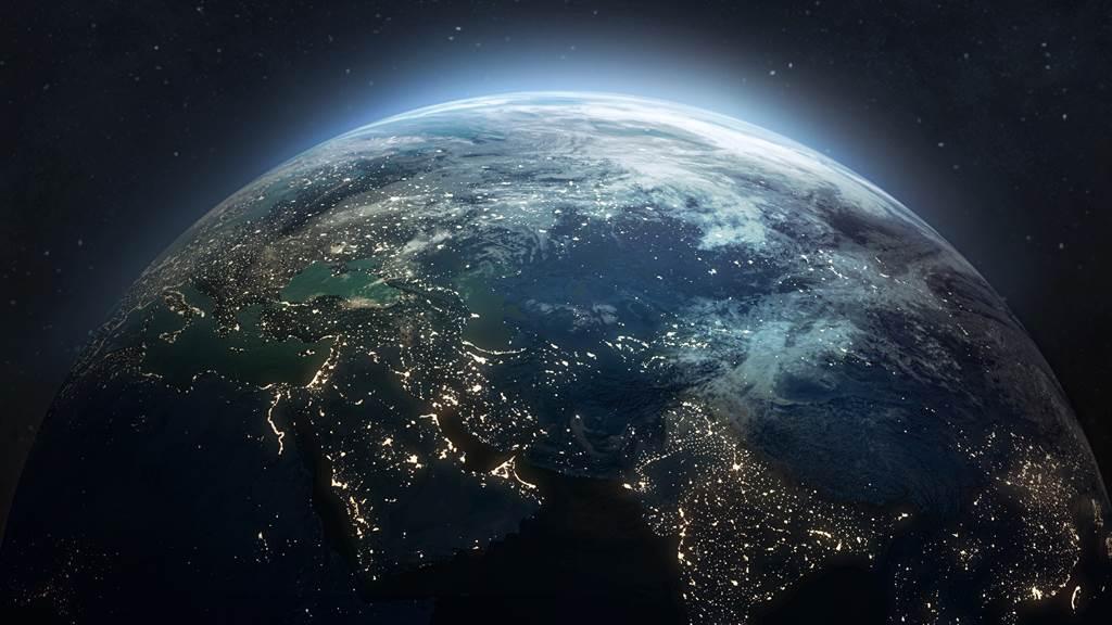 法國太空站粉絲專頁近日在網路上分享台北夜空衛星圖,令網友相當驚艷。圖片為示意圖。(圖/shutterstock)