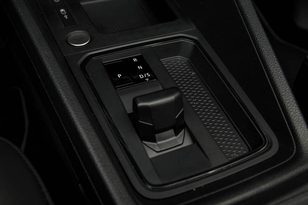 變速箱由原先的6速DSG改為7速DSG雙離合變速箱,排檔桿改為電子線傳,擁有更高的扭矩承受度。(陳彥文攝)
