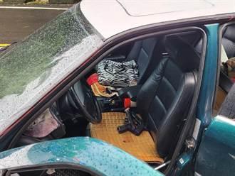 警關心路中逆停車輛 意外查獲2把槍
