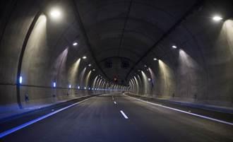 喜美蘇花大清水隧道「逆向高速超車」 特斯拉與死神迎面擦身