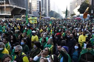 巴西多城數千人示威 力挺右翼總統要求紙本投票