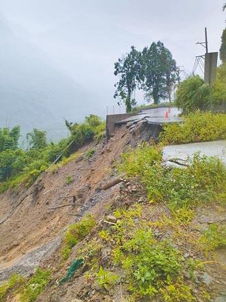 西南氣流發威 嘉縣山區多處路崩