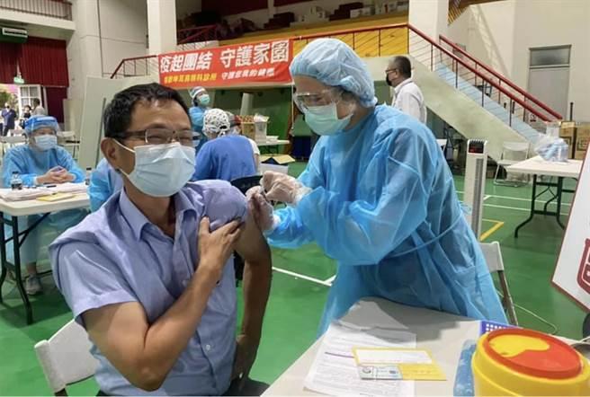 台中市議員陳清龍於日前已完成施打疫苗。(翻攝陳清龍臉書)