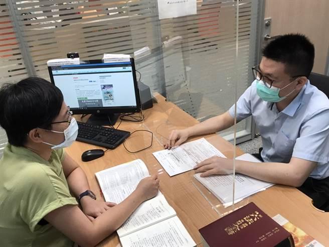 新北市勞工局義務律師免費諮詢今起恢復服務。(新北市勞工局提供)