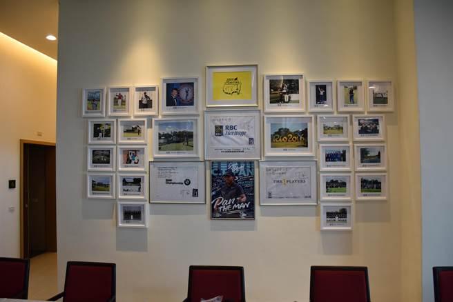 苑裡全國高爾夫球場將新會館一面牆布置成潘政琮專區,上面都是小潘參加各種重要比賽的照片。(謝明俊攝)