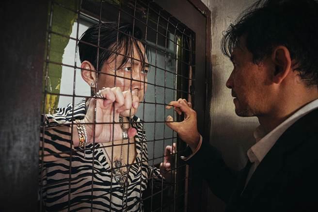 李政宰(左)、黃晸玟共演《魔鬼對決》去年入圍青龍電影獎9項大獎並拿下兩大獎。(friDay影音提供)