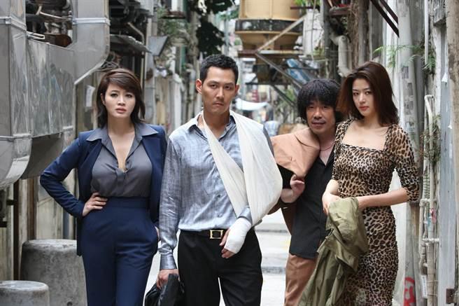 全智賢(右起)、吳達秀、李政宰主演《神偷大劫案 》。(friDay影音提供)