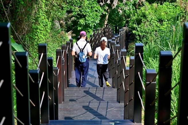 霧峰區中心瓏步道新建木棧道完工。(台中市觀旅局提供/陳淑娥台中傳真)