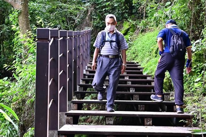太平區咬人狗坑登山步道既有木棧道踏板改善完工。(台中市觀旅局提供/陳淑娥台中傳真)
