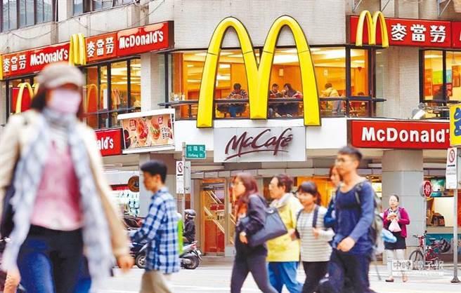 麥當勞宣布,3日起恢復內用。(資料照)