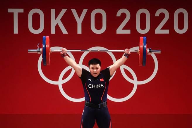 中國舉重運動員汪周雨。(鳳凰體育)
