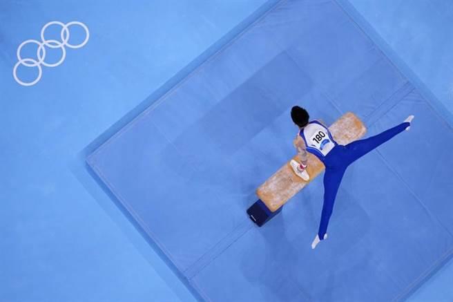 台灣英雄李智凱在東京奧運鞍馬單項體操摘下銀牌。(美聯社)