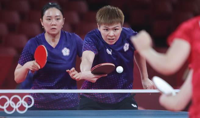 鄭先知(左)因為奧運壓力大,身體有點小狀況。(季志翔攝)