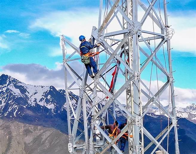 今年《財富》500強榜單中,大陸的國家電網有限公司躍居第2位。(新華社)